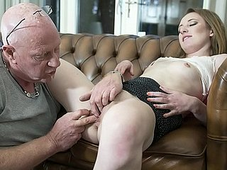Paterfamilias fingers his online assignment pussy be advantageous to a catch prime majority increased by she cums