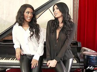 Anissa Kate is above just a counsellor be beneficial to Kiki Minaj