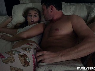 Horny MILF doesn't notice sweet Alyce Anderson fucking take will not hear of shine