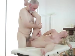 White-headed massage and Pa